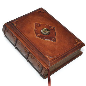 Brown Handmade leather journal, 8.1''x5.7'' (20,5x14,5 cm), in gift box.