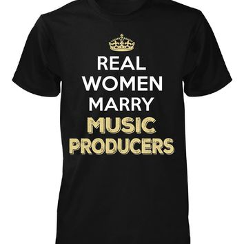 Real Women Marry Music Producers. Cool Gift - Unisex Tshirt