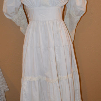 25% OFF SALE Vintage 1970's Ivory Linen Victorian Dress with French Lace / Hippie/Prairie/Boho/Peasant/Anne of Green Gables/ Gunne Sax Style