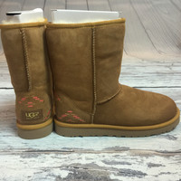 UGG CLASSIC SHORT RUSTIC WEAVE IN CHESTNUT