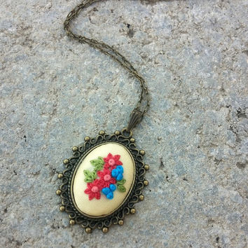 Boho Fashion Necklace for Woman, Colorful Flower Jewelry, Vintage Style Pendant