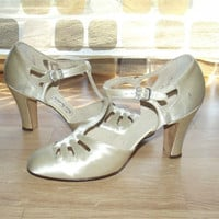 Vintage 20s 30s Art-Deco Ivory Satin T-Strap High Heel Pumps 8 N Wedding Bridal Shoes Gatsby Flapper