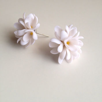Lilac earrings, stud earrings, white lilac, lilac jewelry, lilac flower, polymer clay lilac, white flower studs, syringa earrings