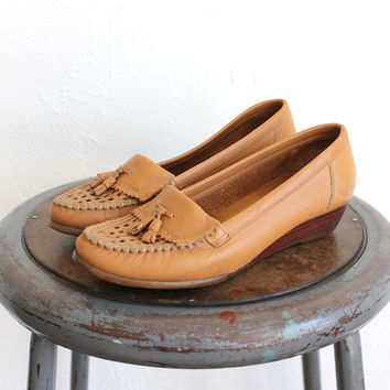 Vintage 70s Tan Leather Loafer Wedges // Women's Heeled Boho Shoes Sz 7