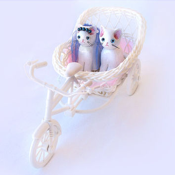 Wedding Cake Topper, Cat Cake Topper, Cat in Tricycle's Basket, Polymer Clay Cat Cake Topper, Kitty Cake Topper, Wedding Decoration