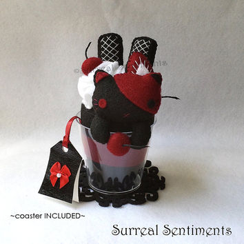 Gothic Lolita Black and Red Cat Felt Parfait Cup, Kawaii Goth Plush Dessert, Spooky Creepy Cute Cat Gift, Punk Girl Decor, Pastel Goth Decor