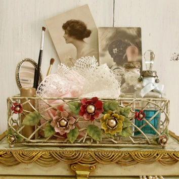 Vintage cosmetic wire Flowers tray holder Vanity shabby chicaged cosmetic tray French holder