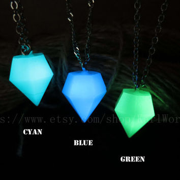 glowing necklace, glow in the dark necklace, Diamond shape necklace,Halloween jewelry, zelda necklace ,Custom necklace,Personalized necklace