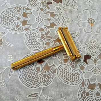 Vintage Valet Gold-Plated SE Safety Razor