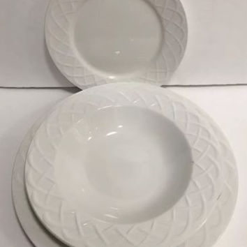 Oneida Picnic White Pattern Basketweave Dinner Salad Plates & Soup Bowls 21 Pcs