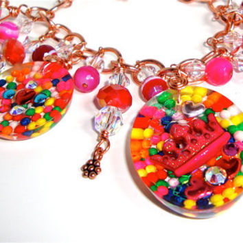Resin candy charm bracelet with copper chain, crowns and rainbow sprinkles, - resin bracelet - kawaii,  sweet lolita
