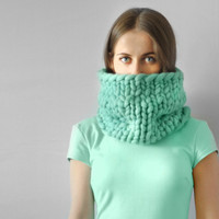 Piccolo punto. Infinite scarf. Cowl. Snood. Chunky scarf. Infinite scarf. Big yarn scarf. Merino wool