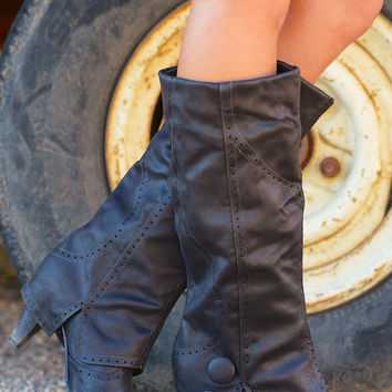 Weathering The Storm Boots - Black