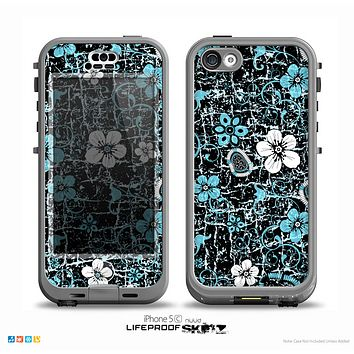 The Blue and White Floral Laced Pattern Over Black Skin for the iPhone 5c nüüd LifeProof Case