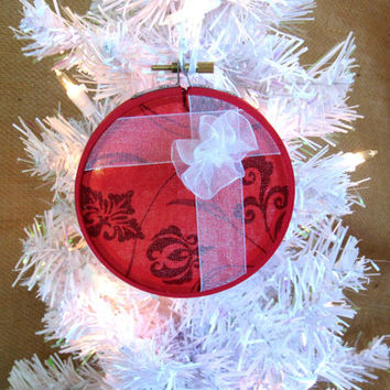 Red Embroidery Hoop Package Christmas Tree Ornament, Holiday Decor, Christmas Decor, Sparkling Ornament, Country Christmas, Rustic Holiday