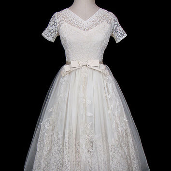 1950s embroidered mixed lace formal or wedding dress, pearl beads, tulle, silk satin bow waist, big skirt, New Look silhouette, ivory