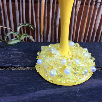 Yellow and White Spectacular Flair Princess Wine Glass