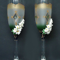 Spring Wedding Champagne Glasses, Toasting Flutes, white lilac, favor gift, wedding decoration, green white gold