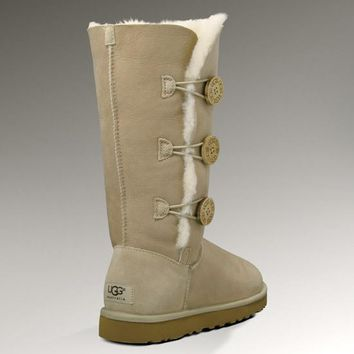UGG: three button snow boots-5