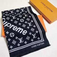 LV Louis Vuitton Woman Accessories Cape Scarf Scarves Day-First™