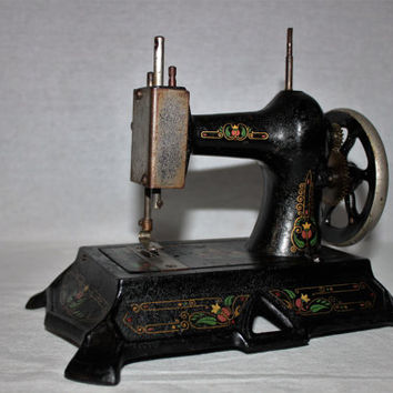 Antique Muller #19 Toy Sewing Machine, Cast Iron Toy
