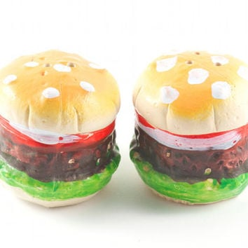 Vintage Burger Salt and Pepper Shakers Kitsch Retro Kitchen Fast Food  / 70s 80s