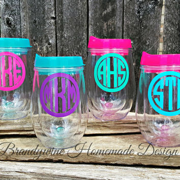 Bev2go Stemless Wine Glass Tumblers with lid and straw, Wine Sippy Cup, Bridesmaid Gift, 10 oz Wine Tumbler, Monogrammed Wine Tumbler