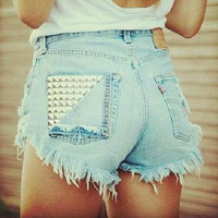 Pocket Studded. High Waist denim shorts