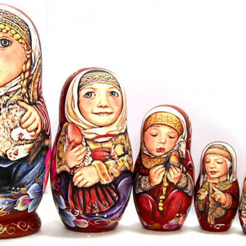FREE SHIPPING Russian Stacking dolls Pelagea WIth Kitten nesting dolls hand made russian wood doll hand painted wood art Easter Christmas