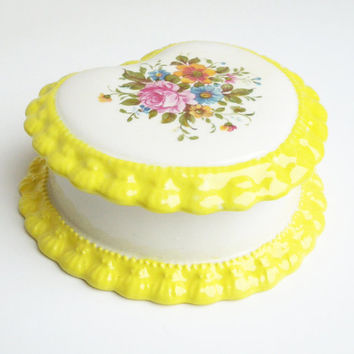 Vintage heart and floral trinket box jewelry box in white and yellow porcelain - Wedding favor bridesmaid gift TB6