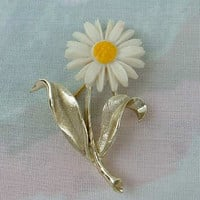 Sarah Coventry LIGHT N' BRIGHT c1970 Flower Pin Vintage Floral Jewelry
