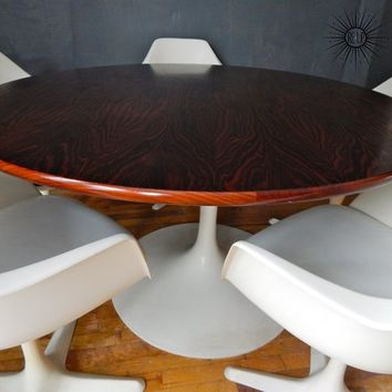 Knoll Style Saarinen Table with 5 tulip chairs