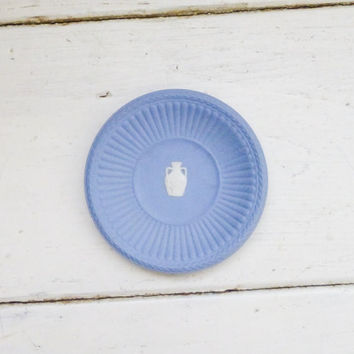 Wedgwood trinket tray, small trinket tray, wedgwood blue, grecian style, made in england, wedgwood england, porcelain, jasperware, urn