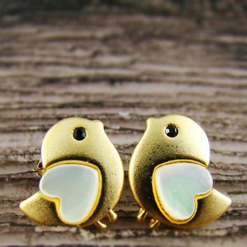 Womens Animal Lovely Heart Bird Stud Earrings Mother-of-Pearl Heart Gold Plated Nickel Free