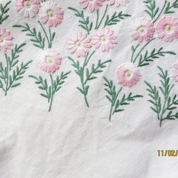 Vintage linen table cloth , Embroidered tablecloth, Embroidered linen, Pink floral linen,  Floral tablecloth, Vintage embroidery