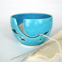 Turquoise Blue leaves Yarn Bowl, Ceramic Yarn holder, Crochet Portable Traveling Knitting bowl, BlueRoomPottery