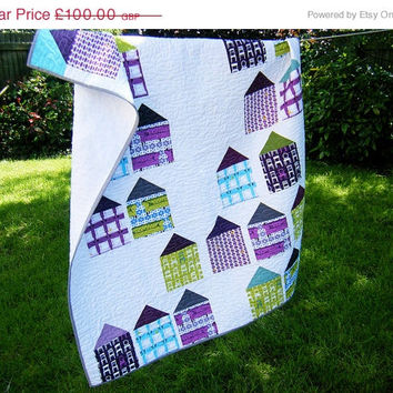 SALE Lap quilt, modern geometric quilt, toddler quilt, baby quilt, baby blanket, nursery bedding, wall hanging - gender neutral - houses