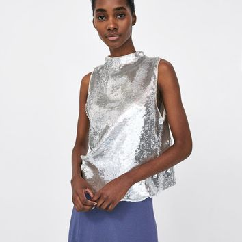 TOP WITH SEQUINS DETAILS
