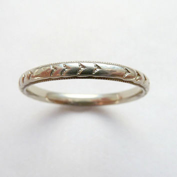 On hold for H// Beautiful Antique Art Deco Carved Arrow Wedding Stacking band 18K Sz 8.25