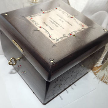 Grandma to be - CUSTOMISED Handmade wooden Trinket Box. Customise Brass Plaque with Initials, Name, Word or Sentiment.