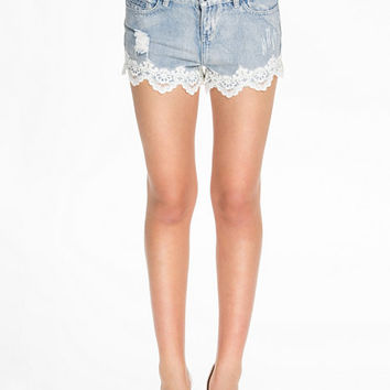 Lace detail denim shorts, NLY Blush