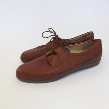 SIZE 8.5 Vintage Retro Tan Brown Cognac Leather Shoes Loafer Slip On Spectator Shoes Lace up Flats Hipster Boho Urban Chic  Annie Hall