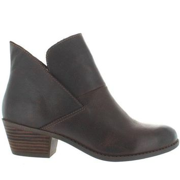 Me Too Zale   Brown Leather Pull On Bootie
