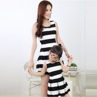 2016 new mother daughter dresses family matching outfits mommy and me clothes black white stripe sleeveless women fashion dress