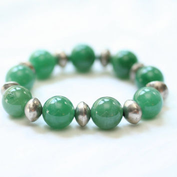 women emerald green jewelry / bright jewelry / green bracelet / emerald green bracelet / green stretch bracelet / aventurine jewelry