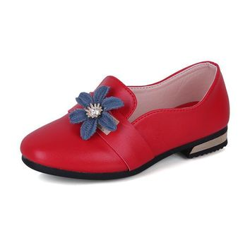 In fall 2017 stylish red flowers are followed by PU pink princess shoes for girls danc
