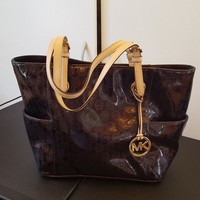 DCCKLO8 Mk purse maroon with gold accents