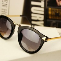 Cupid Arrow Frame Sunglasses black