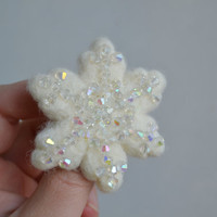 Snowflake Christmas Pin Wool Felt White - Beaded Winter Accessory Brooch - Sparkly Crystals Snow  - Little Gift Idea - FREE SHIPPING