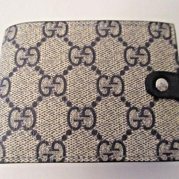 One-nice™ AUTHENTIC New Gucci GG Supreme Compact Wallet, #281968, NWT